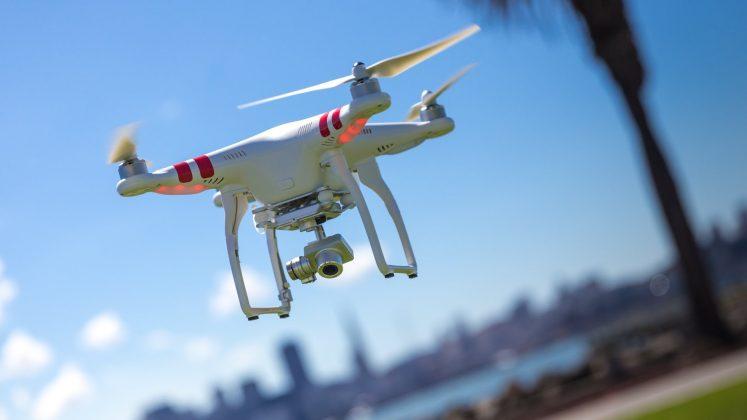 drone mavi gökyüzü