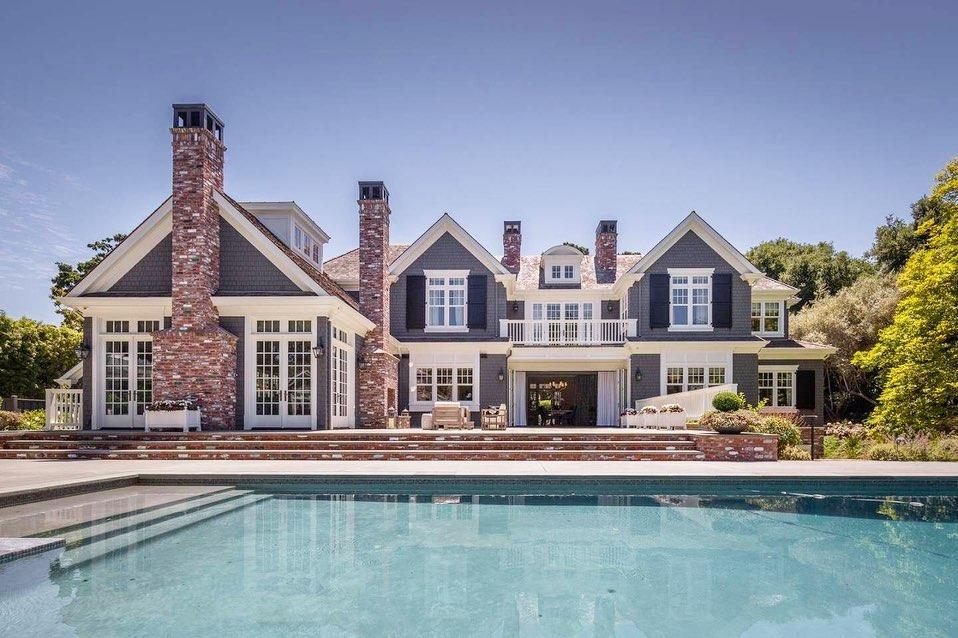 evler genellikle havuzlu ve müstakil